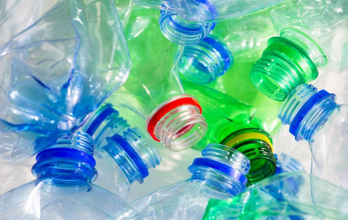 EU approves unprecedented cuts to single-use plastics